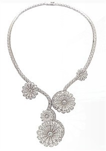 van-cleef-and-arpels-ile-de-la-cite-diamond-flower-necklace-profile