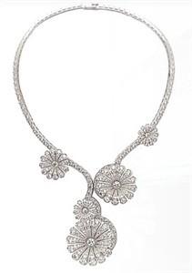 van-cleef-and-arpels-ile-de-la-cite-diamond-flower-necklace-profile