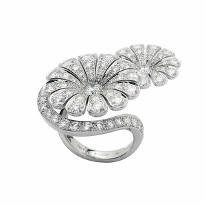 van-cleef-and-arpels-ile-de-la-cite-diamond-flower-ring-profile