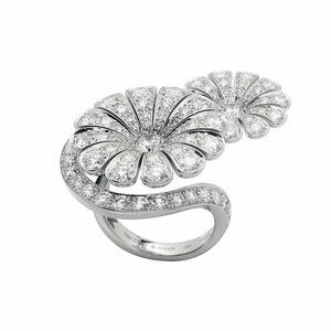 van-cleef-and-arpels-ile-de-la-cite-diamond-flower-ring-profile