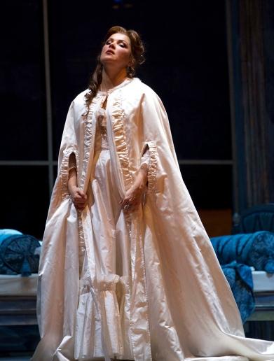 Manon-Lescaut_Anna-NetrebkoManon_Teatro-Oper2