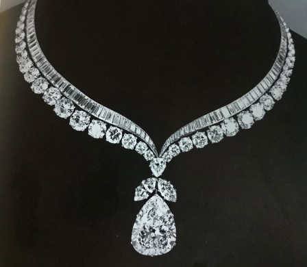 Van Cleef & Arpels, diamonds collarette set with pear-shaped diamon of cognac.