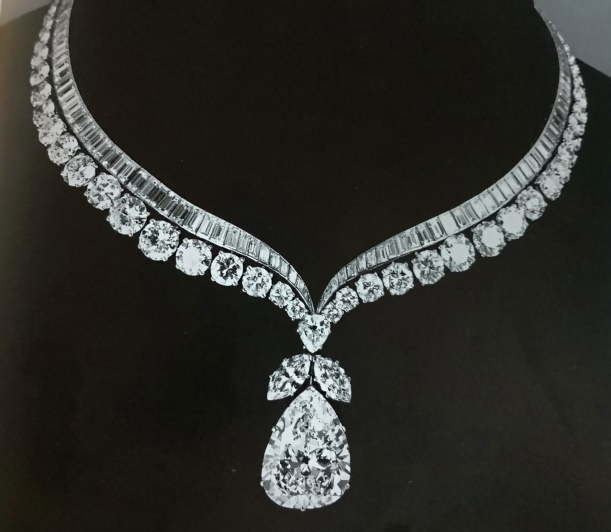 Van Cleef & Arpels, diamonds collarette set with pear-shaped diamon of cognac.