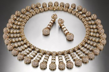 bulgari-pendant-earrings-and-necklace-in-gold-with-diamonds-worn-by-sophia-loren-1992