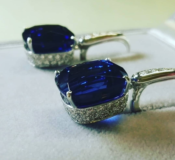 Garbo, white gold, tanzanite and diamonds earrings